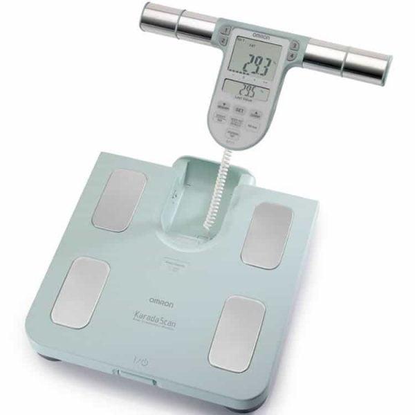 Omron BF511 body compositie monitor geeft inzicht in lichaamsvet, visceraal vet, skeletspierniveau, BMI en basaal metobolisme in turquoise