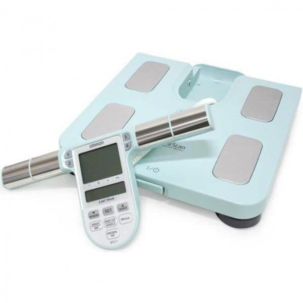 Omron BF511 body compositie monitor geeft inzicht in lichaamsvet, visceraal vet, skeletspierniveau, BMI en basaal metobolisme. voorbeeld