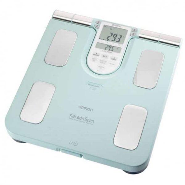 Omron BF511 body compositie monitor geeft inzicht in lichaamsvet, visceraal vet, skeletspierniveau, BMI en basaal metobolisme.