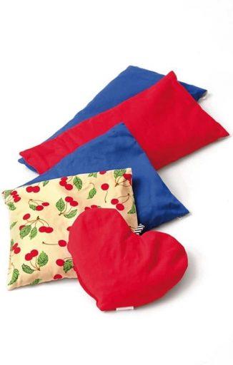 SISSEL_Kersenpitkussen_cherry_thuiszorgwinkel_bloesemprint_kersenmotief_rood_blauw_HSIS-150.0XX-1.jpeg