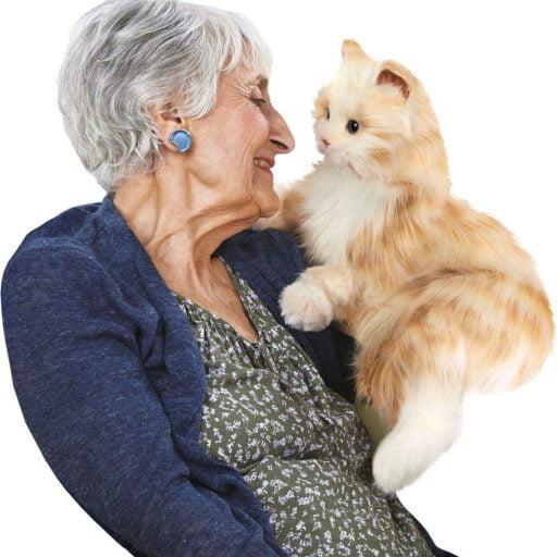 interactie kat specifiek voor ouderen van merk Hasbro Joy for all