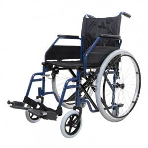 De Able2 rolstoel heeft een blauw stalen frame en is voorzien van wegzwenkbare, afneembare voetsteunen en wegzwenkbare armleuningen